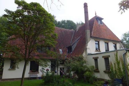 gemütliches Zimmer mit Ofen und Atmosphäre - Münster