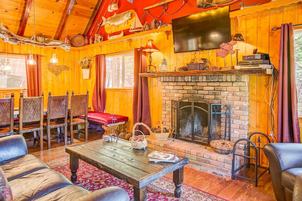 """Jamie commented, """"NOTHING LIKE ENJOYING A COLD WINTER'S NIGHT ALL WARM INSIDE THIS AWESOME LIVING-ROOM BY THE FIRE."""""""