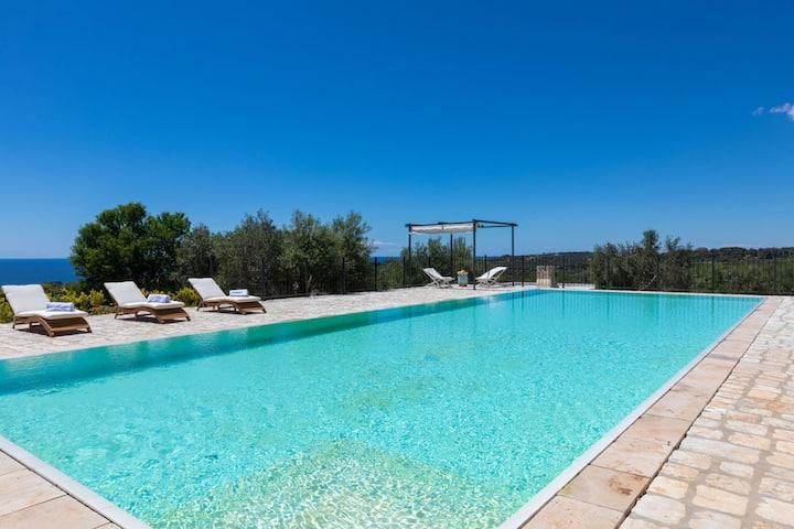 Tenuta Regina: villa con piscina e vista mare