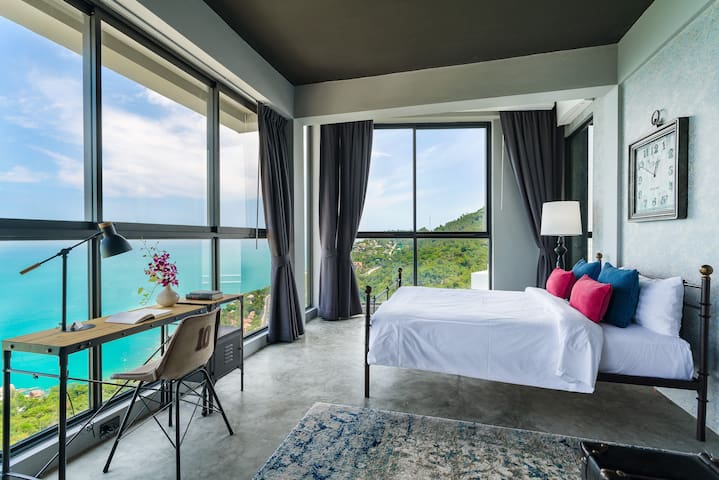 Relax and wake up this dream view over the sea