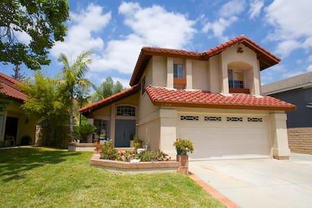 位于奇诺岗的阳光充沛的家庭友好型公寓 - Chino Hills