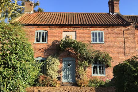 Idyllic 18th century church cottage - Wood Dalling - Casa
