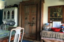 Dining room w/old doors to kitchen