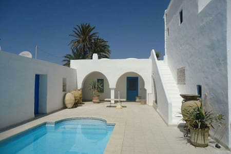 Typical house with swimming pool near the beach - Houmt Souk