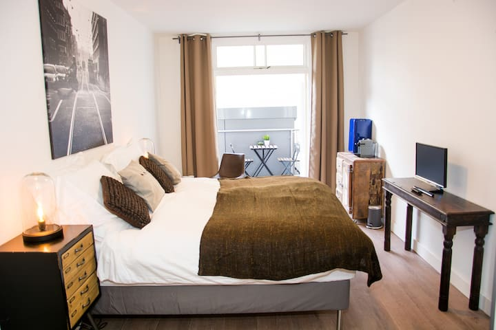 Spacious Stylish room @ Leidseplein - Amsterdã - Apartamento