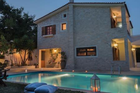 Villa Corina near Athens airport. - Villa