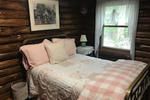Main Floor Bedroom - Full Bed