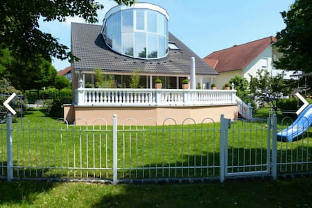 Appartement in schicker Villa am Golfplatz Dresden - Radeberg OT Ullersdorf - วิลล่า
