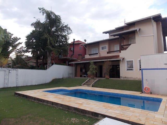 Casa confortável em Condomínio - Jaguariuna - บ้าน