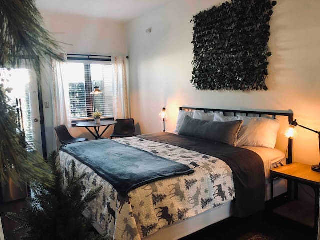 Inviting King Room*Granby*Winter Prk*Hot Tubs*Pool