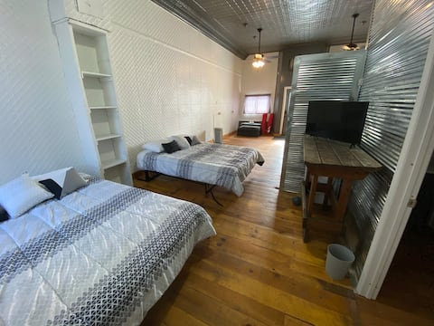 Private apartment in cozy downtown Augusta