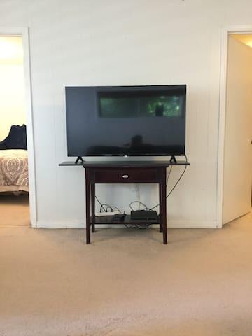 Apartment on Van Buren!!!