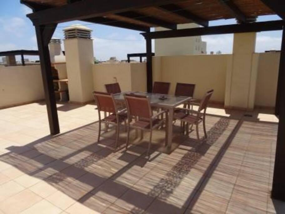 Roof Terrace dining area/Pergola