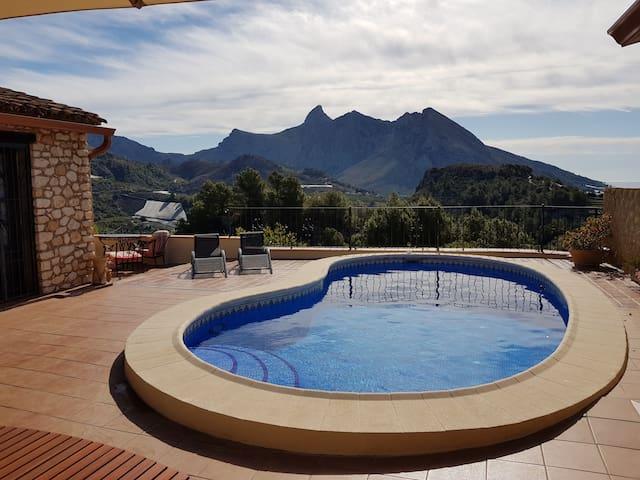Beautiful stone-built villa with stunning views