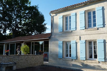 Le Charenton - Fontcouverte - Bed & Breakfast