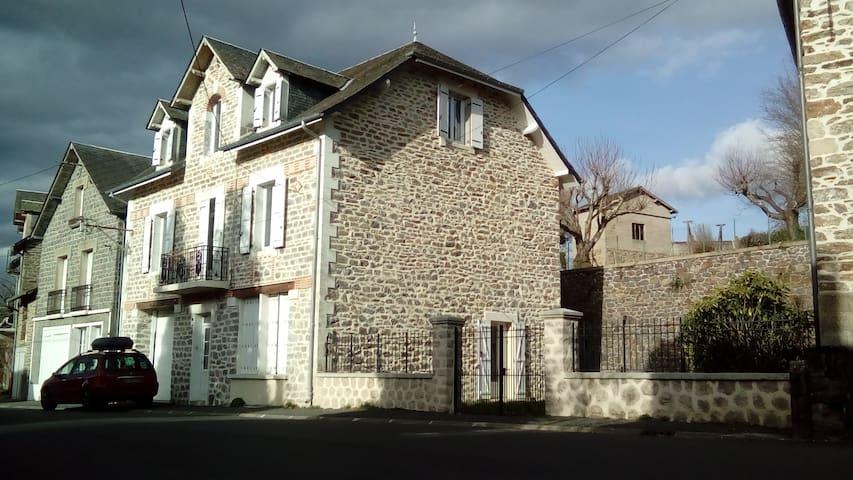 Studio neuf à proximité d'un lac / Little cottage - Vigeois - Leilighet