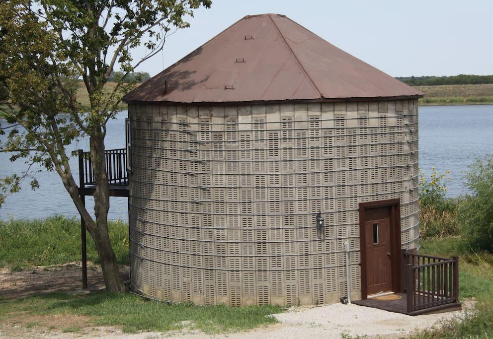 Corn Crib facing the lake