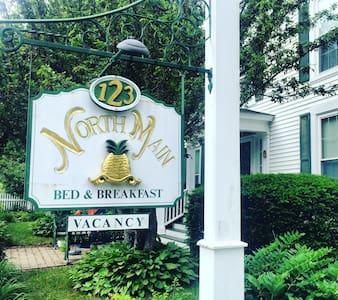 123 North Main Bed & Breakfast (Room 2) - Wolfeboro