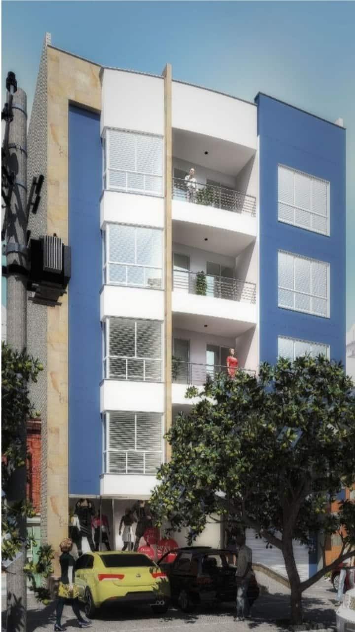 Lindo apartamento con excelente ubicación central.