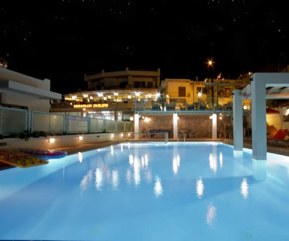 New Suite 5min walk to beach and everything,pool