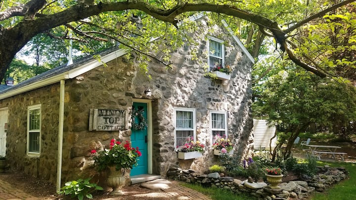 "Windy Top Cottage ~ A Romantic ""European"" Getaway"