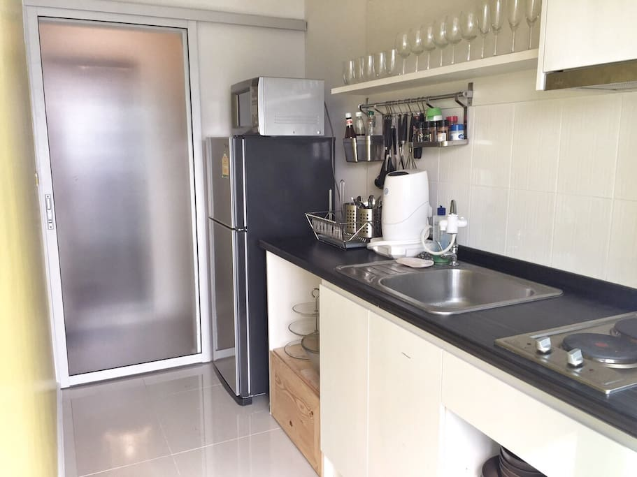 Fully equipped kitchen with water purifier