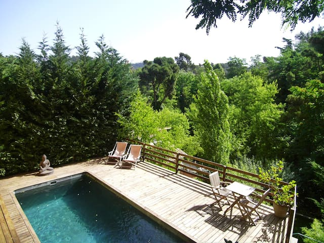 Charming house with pool, 10 mins from Barcelona