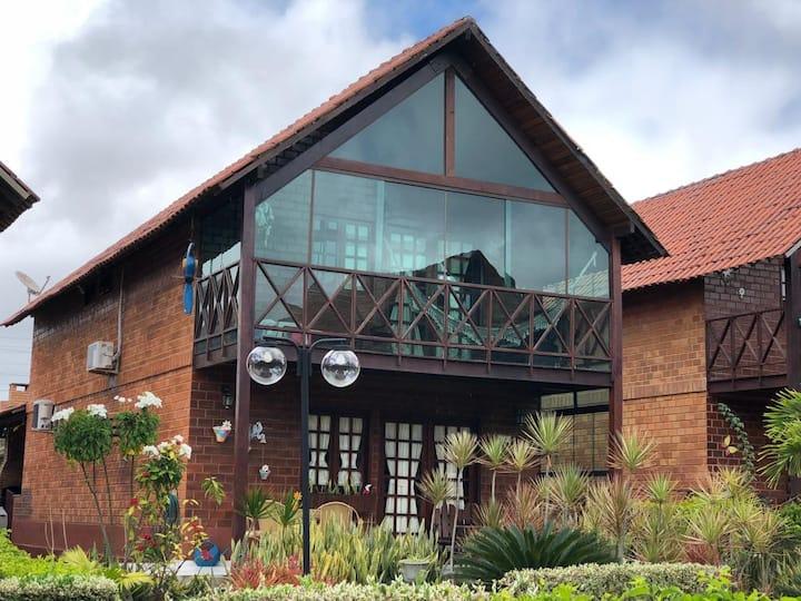 Chalé  mobiliado no condomínio fechado em Gravatá