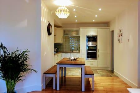 2 Bed 2 Bath City Centre Apartment - Dublin