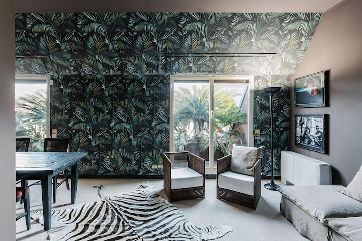 Tropical flat in Brera