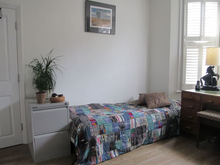 Bright ground floor room with ensuite