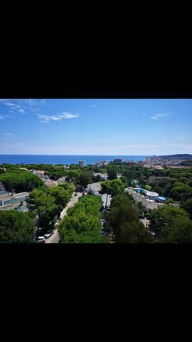 Estancia con vistas a la playa y pueblo