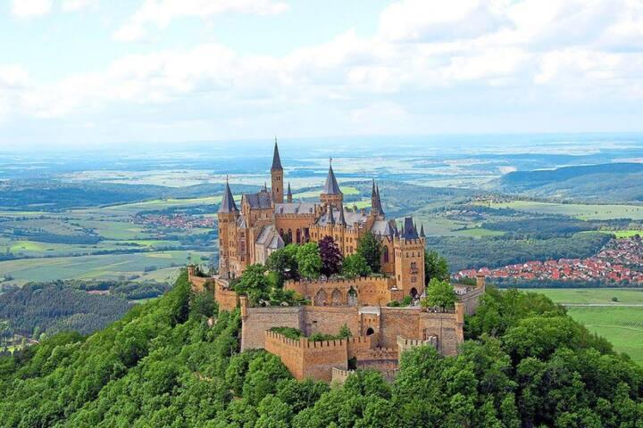 Etwa 35 Minuten Autofahrt zur Hohenzollernburg