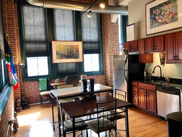 Historical Loft with Balcony by Convention Center