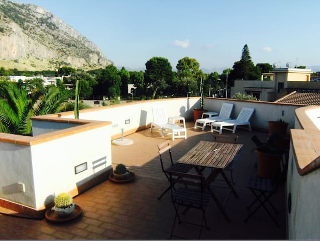 Gorgeous terrace with mountain sea view Mondello - Palermo - Apartamento