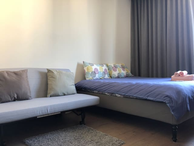King size master bed, and queen size sofa bed / 1.8米大床和1.5米沙发床