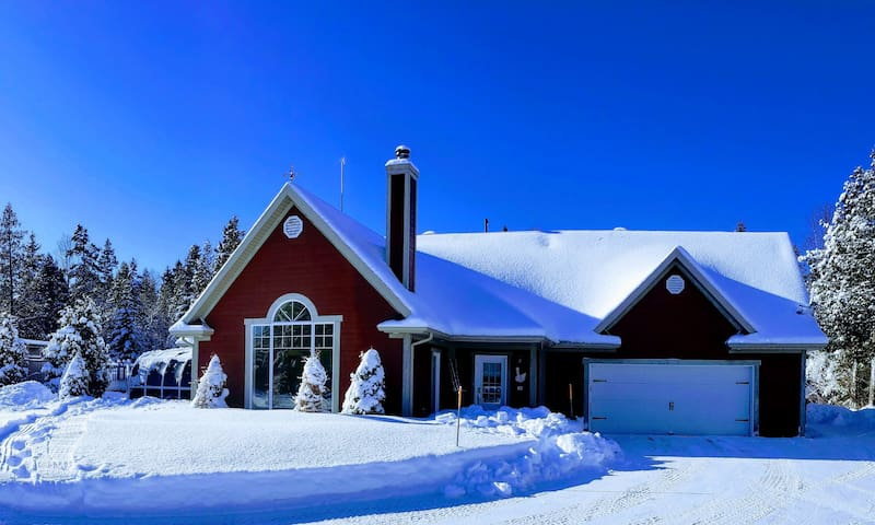 Four Season House,  near St-Tite Lake