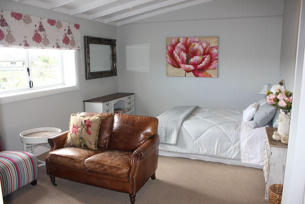 Main Guest Suite, Queen bed with lounge seating for four