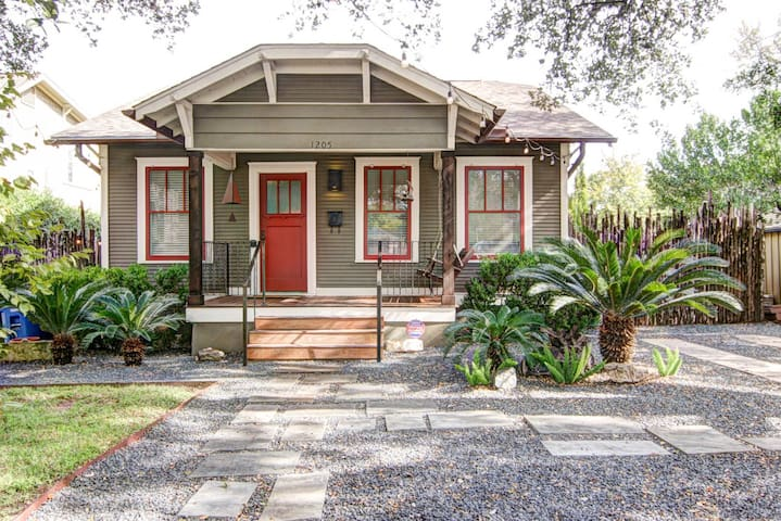 Newton Bungalow - Steps from South Congress!