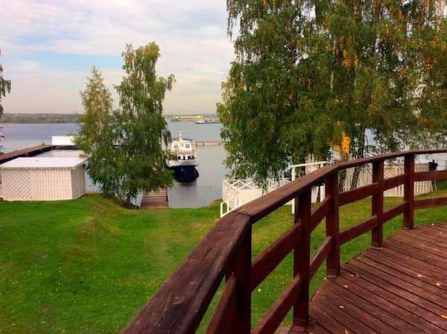 Коттедж на 12 гостей в яхт-клубе - Novogryaznovo