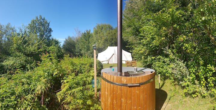 Immaculate Wigwam + Private Wood Burning Hot Tub