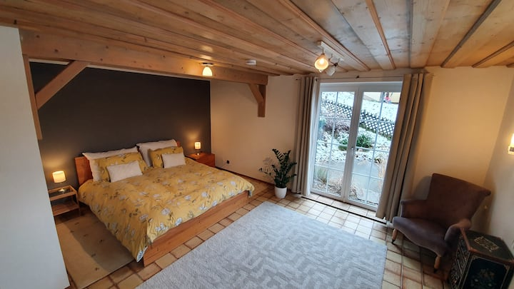 Secluded apt close to Salzburg, lakes & mountains