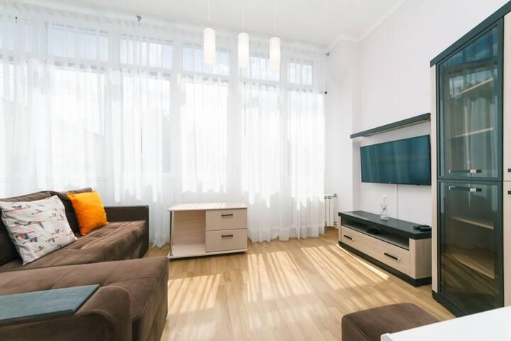 Nice apartment on Lva Tolstogo 11 (33/2)