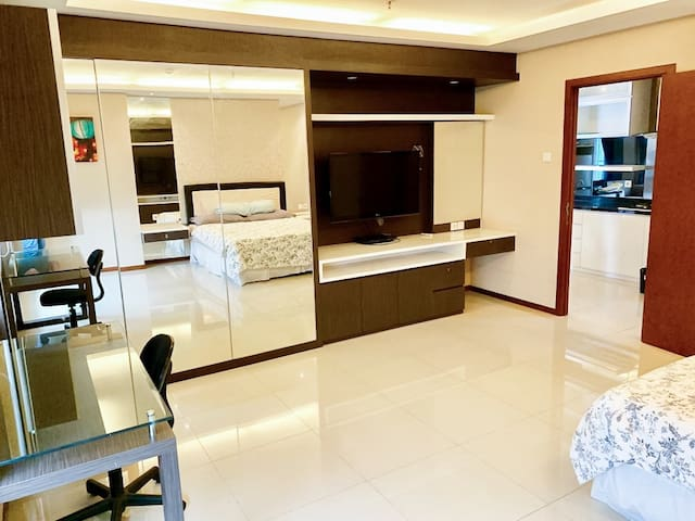Best Deal & Cozy 1 Large Bedroom, Central Jakarta