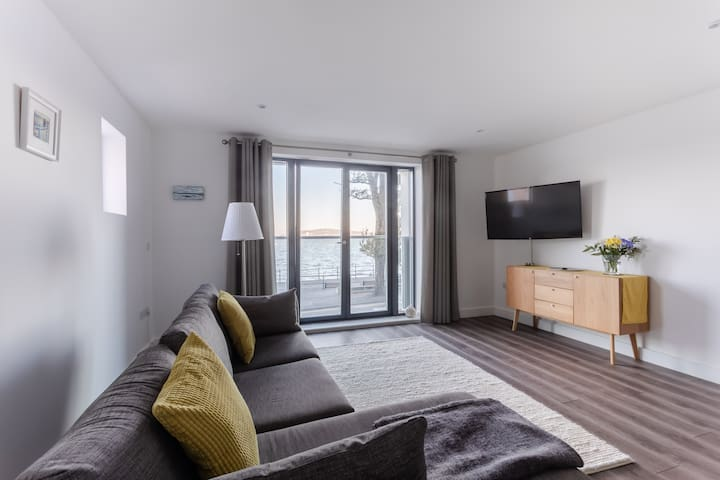 Suite at New Waterfront Townhouse