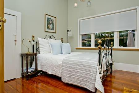 Historic Homestead - Auckland