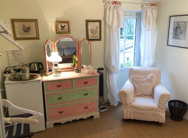 Pretty double room in village house