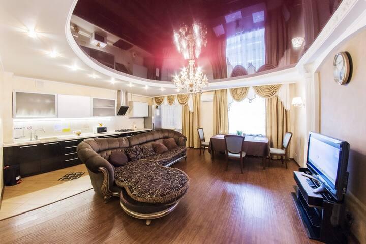 Трехкомнатная квартира  в Уфе - Ufa