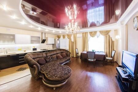 Трехкомнатная квартира  в Уфе - 乌法 - 公寓