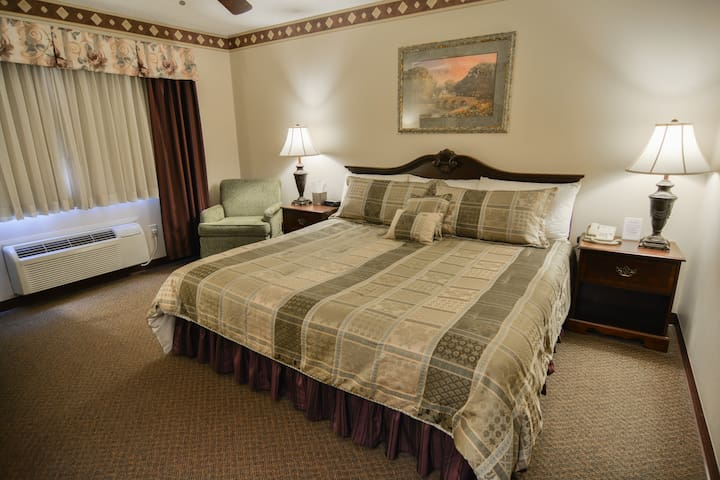 $129 Dining, Relaxing, & Bike Trails! - Cedarville - Boutique-hôtel
